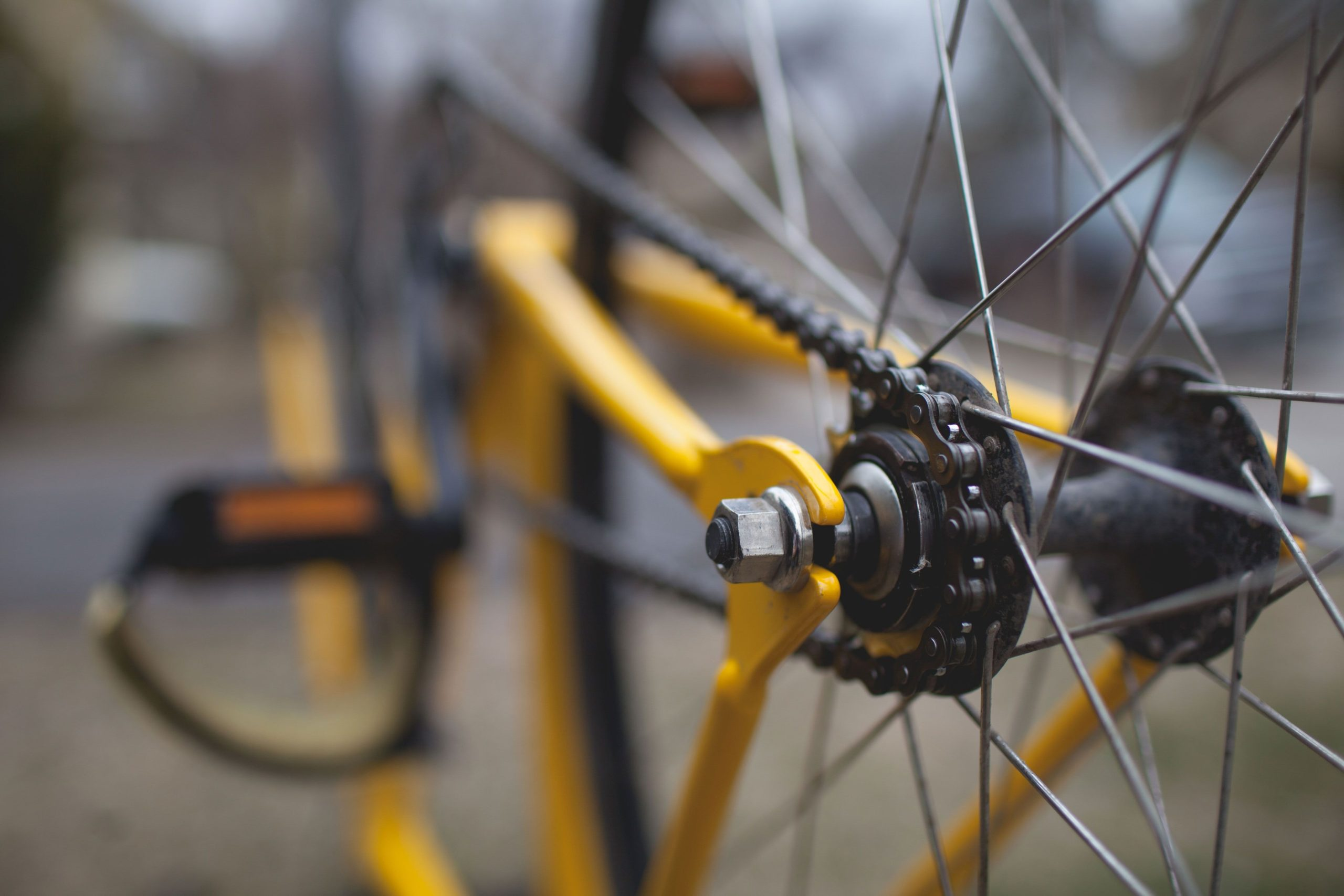 a picture of the chain in a yellow bike